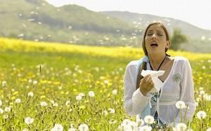 72656636 Hay Fever - Woman Sneezing